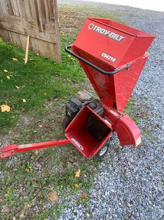Photo Troy Bilt chipper shredder 10 hp - $450 (Ronks)