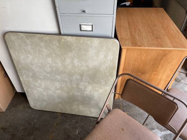 Photo Vintage Samsonite Folding table and chairs - $40 (Lancaster)