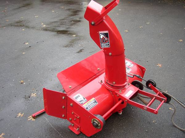 Photo WHEEL HORSE SNOW THROWER, EXCELLENT - $399 (NOTTINGHAM  OXFORD, PA)