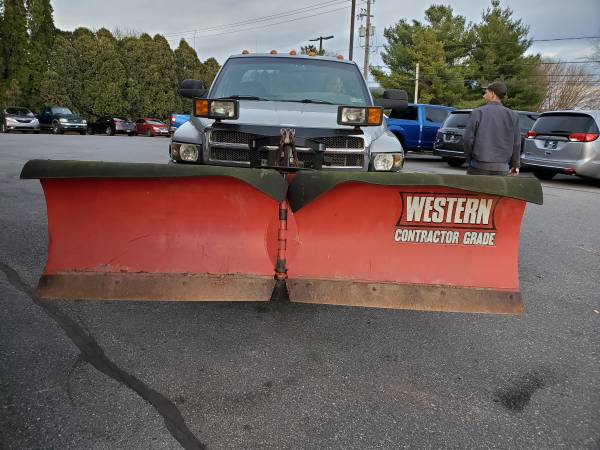 Photo Western v plow snowplow snow plow 8.5 - $2,300 (EPHRATA, PA)