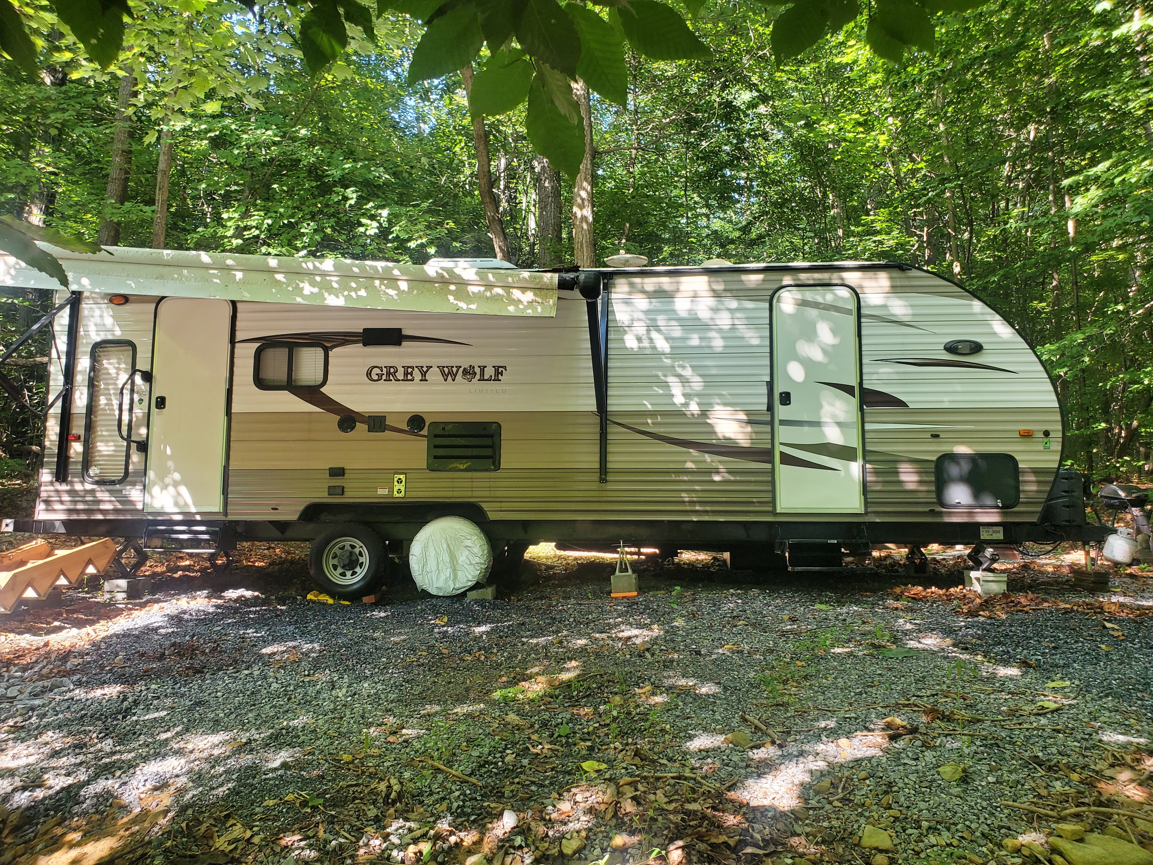 Photo Used 2016 Forest River Travel Trailer RV  $16000