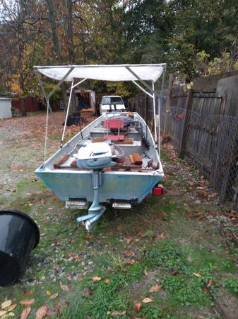Photo 14 ft 4 seat , live well 3hp - $2,500 (Owosso)