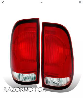 Photo 1997-2003 Replacement Tail Light For Ford F150  99-07 F250, F350 Supe - $25 (Perry)