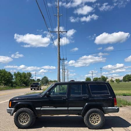 Photo 1999 JEEP CHEROKEE SPORT, AUTO, 4X4, 6CYL, RUNS AND DRIVES - $1,800 (HOWELL)