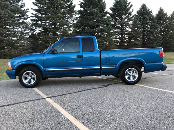 Photo 2001 Chevrolet S10 LS EXTENDED CAB LOW MILES - $5995 (Mason)