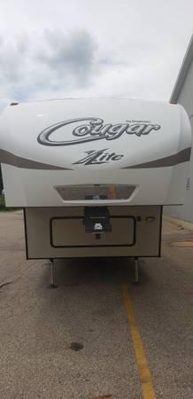 Photo 2017 Keystone Cougar 5th Wheel 28RKS - $35,000 (Lansing)