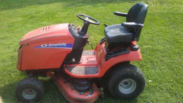 Photo 23 HP Simplicity Regent Riding mower Lawn Tractor - $650 (Charlotte)
