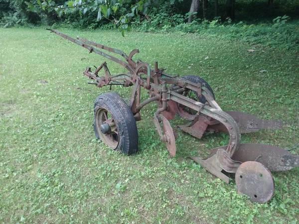 Photo Antique John Deere 2 Bottom Plow - $195 (Charlotte, Mich)