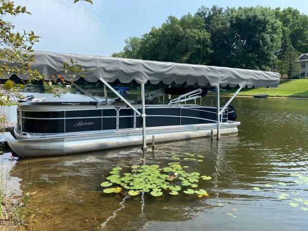 Photo Berkshire SLX 263 pontoon boat for sale - $32,000