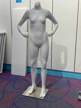 Photo Both hands on hips mannequin - $106