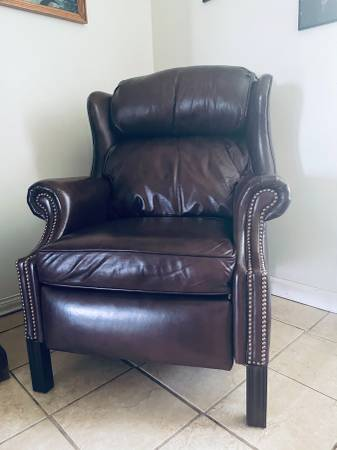 Photo Bradington Young Leather Recliner LIKE NEW dark brown - $850 (Charlotte)