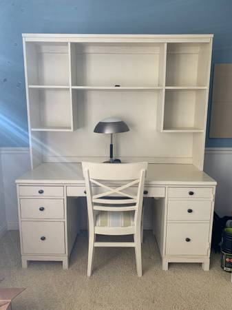 Photo ETHAN ALLEN 3-piece Desk with Hutch and Chair - $850 (East Lansing, MI)