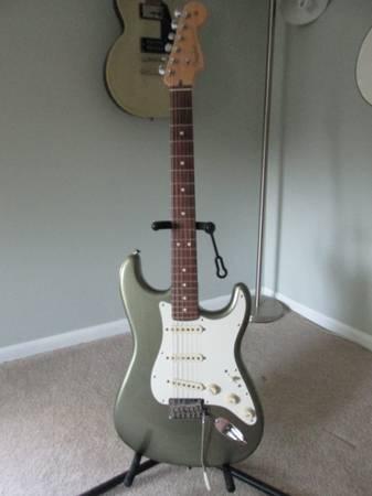 Photo Fender American Standard Strat - $1,000 (Owosso)