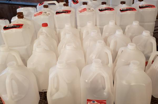 Photo Free Lot of 2.5 and 1 Gallon Water Container Jug Maple Sap Syrup (Owosso)