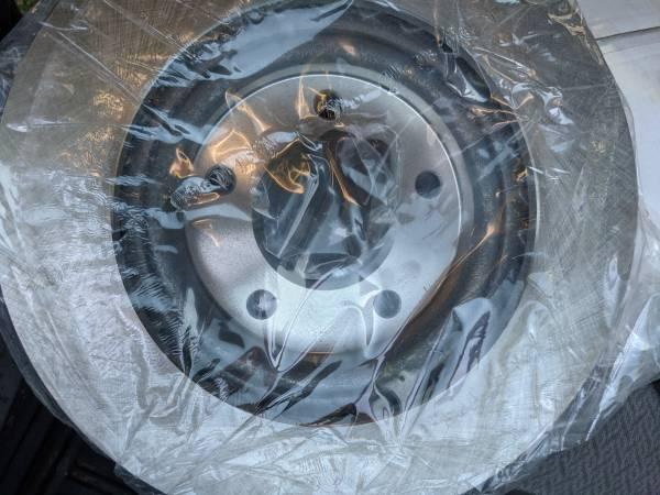 Photo Front rotor 2008-11 dodge avenger 2011-14 Chrysler 200 - $20 (DeWitt)