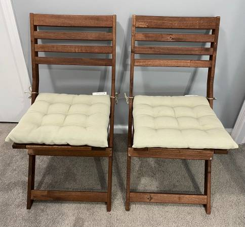 Photo IKEA Applaro outdoor deck chairs x 2 with cushions solid acacia - $25 (East Lansing)