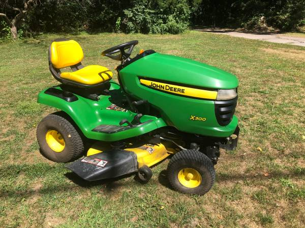 Photo John Deere X300 Riding Lawn Mower, Lawn Tractor - $1,500 (Jackson)