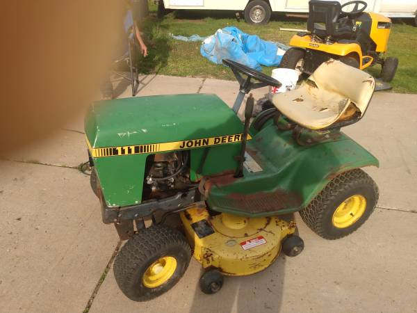 Photo John Deere riding mower 111 - $400 (Eaton rapids)