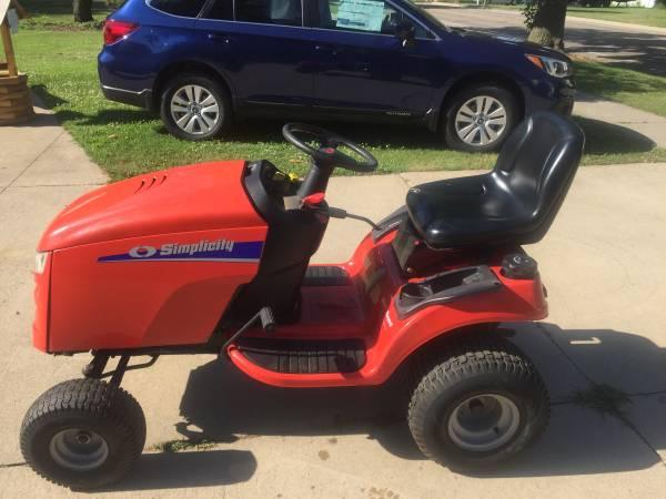 Photo Lawn tractor snow blower - $2,800 (Dimondale)