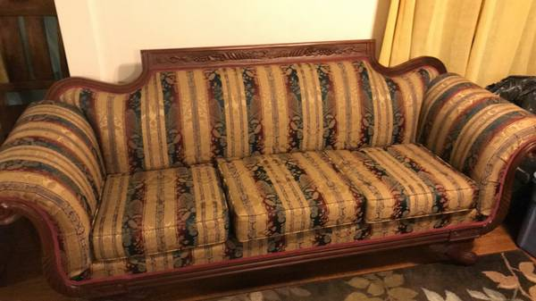 Photo Luxurious Victorian Style Couch - $550 OBO - $550 (Owosso)