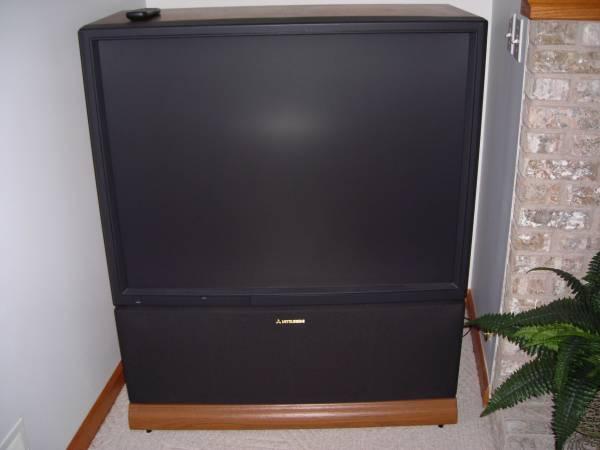 Photo Mitsubishi VS-4544 Rear-Projection Big Screen TV 45quot - $80 (Laingsburg)