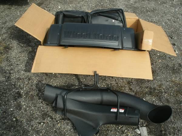 Photo New Wheel Horse 2 Soft Bin Bagger grass leaf 62339 - $200 (Potterville)