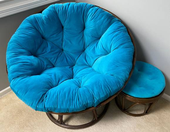 Photo Papasan Chair Teal with Ottoman pier one - $120 (East Lansing)