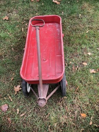 Photo Red Wagon - $40 (Haslett)