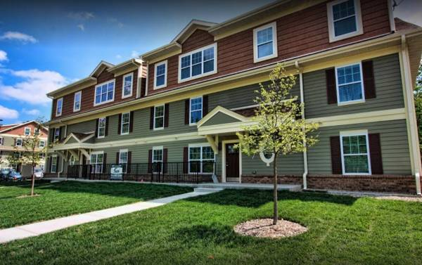 Photo Reduced Price Sublet 2 months (JuneJuly) -One bedroom w bath (Ann Arbor)