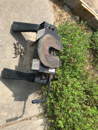 Photo Reese 5th wheel hitch. - $175 (Charlotte)