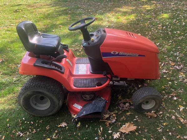 Photo Simplicity Riding Lawn Mower  Lawn Tractor - $500 (Jackson)