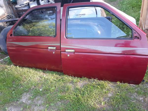 Photo Southern Rust Free Nissan D21 Hardbody Pickup Truck Manual Doors - $275