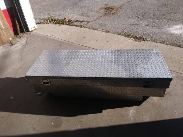 Photo Toolbox luminum diamond plate for an S10 or Ranger 449 9626 - $125 (Lansing)
