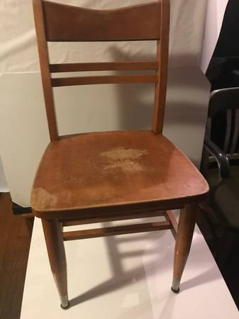 Photo Vintage Wooden School Student Chair - $10 (lansing)