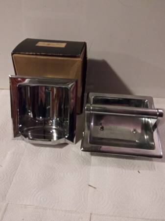 Photo Vintage chrome Recessed Tumbler And Paper Holder - $5 (lansing)