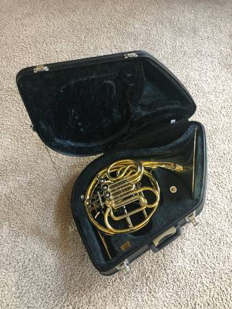 Photo Yamaha Double French Horn with Case - $2350 (DeWitt)