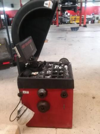 Photo tire balancer - $750 (marshall, mi)