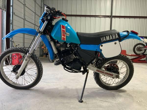 Photo 1980 Yamaha IT175 two stroke street legal w title - $2,450 (78258)