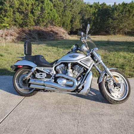 Photo 2003 Harley Davidson V-Rod 100th Anniversary - $7,000 (Bulverde)