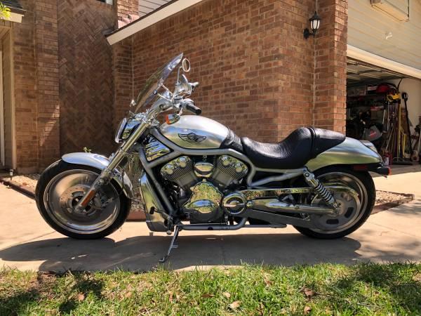 Photo 2003 Harley Davison V-Rod 100th Anniversary - $7,000 (San Antonio)