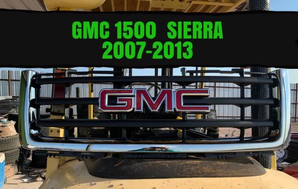 Photo 2007-2013 OEM GMC Sierra Grille with emblem - $180 (laredo)