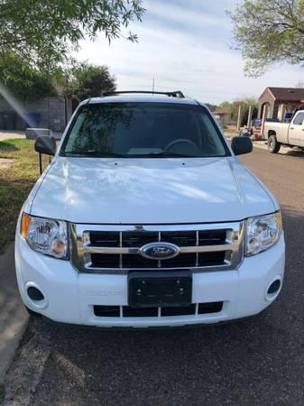 Photo 2008 Ford Escape - $4400 (Laredo)