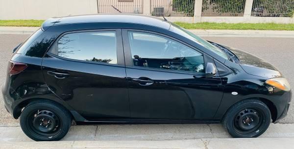 Photo 2012 Mazda 2 - $5,500 (Laredo)