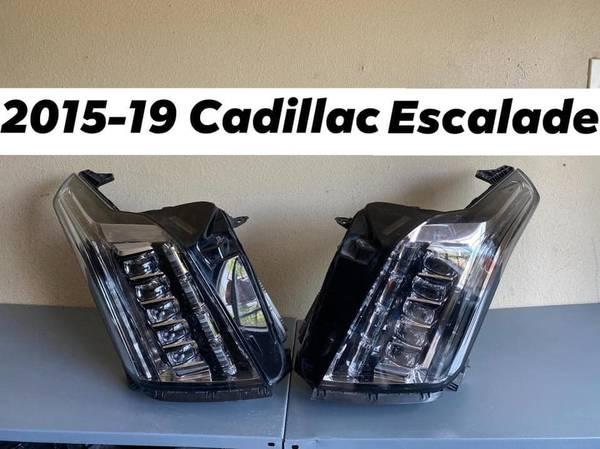 Photo 2015-2019 CADILLAC ESCALADE- HEADLIGHT (Laredo Tx)