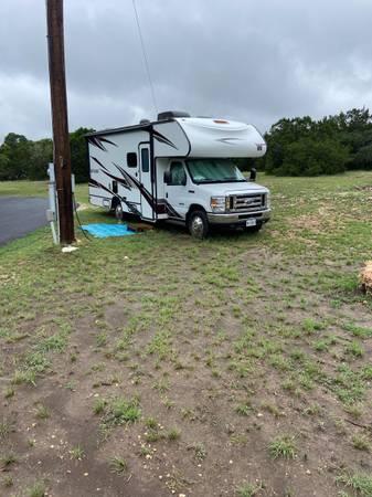 Photo 2019 Winnebago Outlook 22C Class C - $62,500 (Canyon Lake)