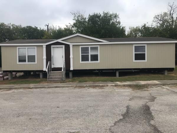 Photo Attn gulf coast Wind zone 2 used 32 mobile home (San Antonio, tx)