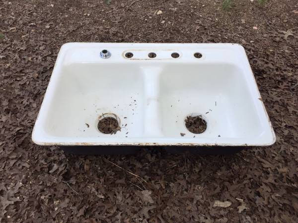 Photo CECO San Clemente White Porcelain Double Sink 32x21 - $40 (Southeast Blanco County, TX)