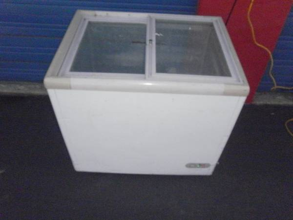 Photo Commercial Display Freezer 2 Glass Sliding Doors on Wheels - $275 (I35N  410E)