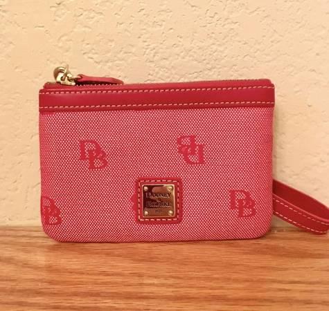 Photo Dooney  Bourke Red Mini Wristet - $15 (Laredo)