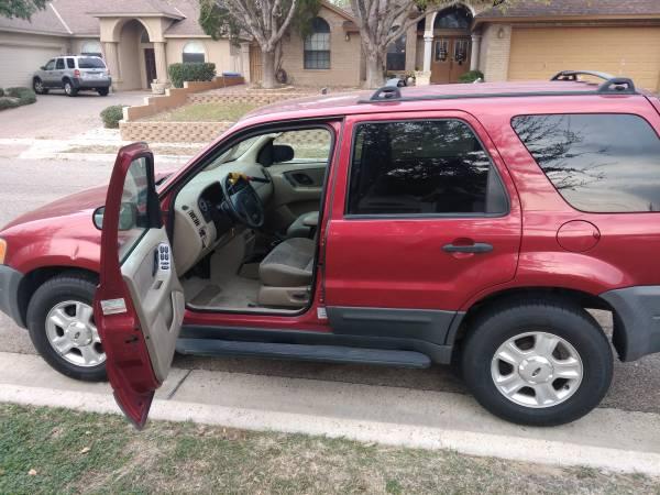 Photo Ford Escape 2004 - $2000 (Laredo)